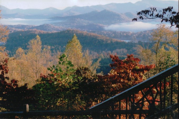 Home sites with views of Lake Chatuge and the Georgia and North Carolina mountains.